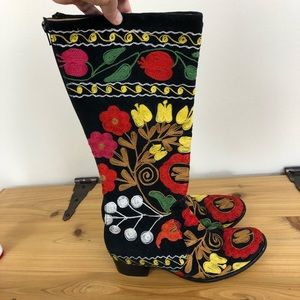 Floral embroidered western style boot, size 39